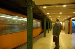 Metro kommen gerade an Lizenzfreies Stockbild