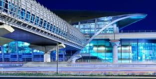 Metro metropost bij nacht in Doubai, de V.A.E Royalty-vrije Stock Fotografie