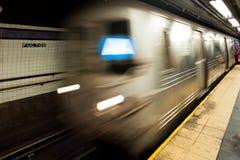 Metro in New York, motieonduidelijk beeld Royalty-vrije Stock Afbeeldingen