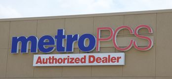 Metro PCS Sign. A Metro PCS Authorized Dealer cell phone service and cell phone distribution services business Stock Photography