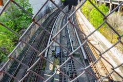 Metro pociąg tropi prowadzić tunel fotografia royalty free