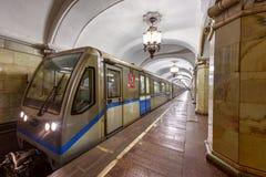 Metro post Komsomolskaya in het centrum van Moskou, Rusland Stock Foto