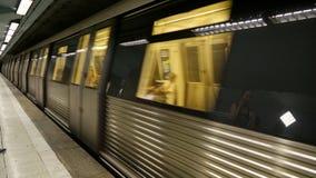 Metro przychodzi stacja zdjęcie wideo