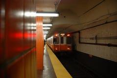Metro que aproxima 2 de 5 Foto de Stock Royalty Free