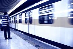 Metro que espera Foto de archivo