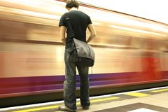 Metro que espera Imagen de archivo