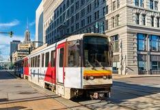 Metro-Schiene auf Main Street im Büffel, New York stockfotografie