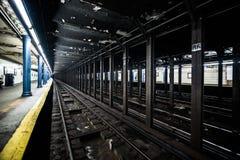 Metro staci metru Pusty dok w Miasto Nowy Jork na linii t Obraz Royalty Free