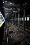 Metro staci metru Pusty dok w Miasto Nowy Jork na linii t Zdjęcia Stock