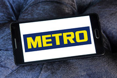 Metro stores logo. Logo of the international chain of convenience stores metro on samsung mobile phone a5 Stock Photography