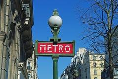 Metro teken op de straat van Parijs Royalty-vrije Stock Foto