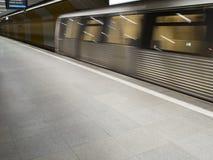 Metro trein in de post Stock Afbeeldingen