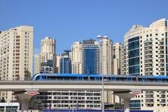 Metro trein de stad in in Doubai Royalty-vrije Stock Afbeeldingen