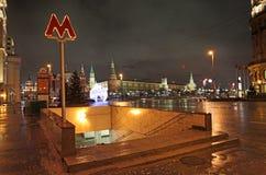 Metro van Moskou 's nachts ingang Stock Foto's