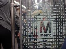 Metro van Washington Metropolitan Area Transit Authority WMATA embleem op nieuwe 7000 reeksentrein stock afbeeldingen