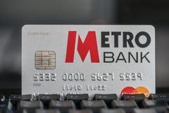 Metrobank Kredytowa karta na klawiaturze Zdjęcie Stock