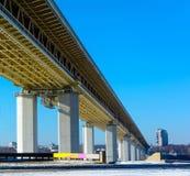 Metrobridge unter Oka-Fluss (Nischni Nowgorod) Lizenzfreie Stockbilder