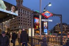 Metroingang in Madrid stock foto's