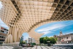 Metropol遮阳伞是木结构被找出的Plaza de la Encar 库存照片