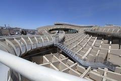 Metropol-Sonnenschirm oder Pilze Setas, an einem hellen sonnigen Tag mit blauem Himmel, Sevilla, 2014 stockfotografie