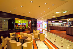 餐馆在Metropole在蒙地卡罗的购物中心,摩纳哥。 库存照片