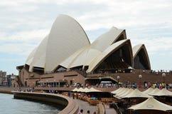 Metropole Sydney und das berühmte Opern-Theater Stockfotos