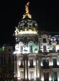 Metropolengebäude in der Nacht Stockfotografie
