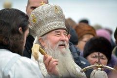 Metropolita Irenaeus uświęcać wodę Fotografia Royalty Free
