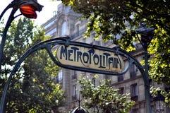 Metropolita Podpisuje wewnątrz Paryż Obraz Royalty Free