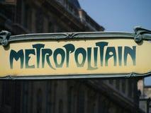Metropolitain tecken utanför Louvre Arkivfoto