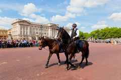Metropolitan Police Mounted Branch secure the British Royal Guards change next to Buckingham Palace in London Stock Photography