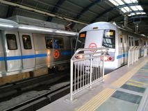 Metropolitana di Delhi immagini stock