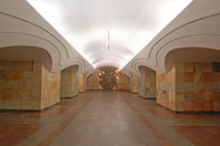 Metropolitana di Mosca, inerior della stazione Shosse Entuziastov Fotografie Stock Libere da Diritti