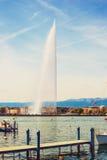 140 metros de agua de jet D& x27 de la fuente; agua en el lago Lemán, Suiza Imagenes de archivo
