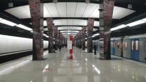 Metrostation Khoroshevskoe - ist eine Station auf der Kalininsko-Solntsevskayalinie der Moskau-Metros stock video footage