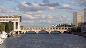 Metroverkehr auf der Bercy-Brücke - Paris stock video footage