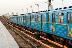 Metrozug im Freien Stockfotografie