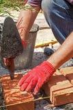 Metselaar met baksteen Royalty-vrije Stock Fotografie