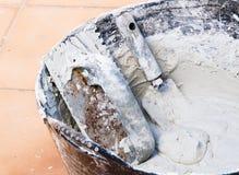 Metselaarhulpmiddelen en cement Stock Afbeelding