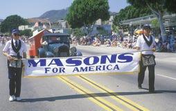 Metselaars die in 4 de Parade van Juli, Vreedzame Palissaden, Californië marcheren Stock Afbeelding