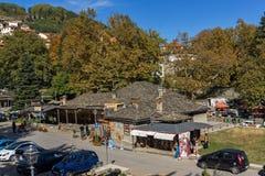 METSOVO, EPIRUS, GRÉCIA - 19 DE OUTUBRO DE 2013: Vista panorâmica da vila de Metsovo perto da cidade de Ioannina, Grécia fotografia de stock royalty free