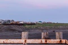 Metta in bacino su Bristol Bay a Ekuk Alaska all'alba prima della stagione di color salmone immagine stock libera da diritti