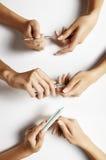 Metta con le mani di una femmina, facenti il manicure Immagine Stock Libera da Diritti