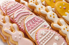 Metta dai biscotti di Pasqua Fotografia Stock Libera da Diritti