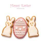 Metta dai biscotti di Pasqua sotto forma dell'uovo Fotografia Stock Libera da Diritti