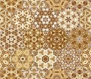 Metta dalle mattonelle modellate esagonali marroni Immagine Stock