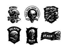 Metta degli emblemi del cranio royalty illustrazione gratis