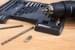 Metta dei taglienti del metallo delle dimensioni differenti per il trapano Set di strumenti fotografie stock