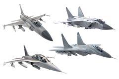 Metta dell'æreo a reazione di aereo da caccia militare dell'esercito di combattimento isolato su fondo bianco fotografie stock