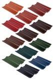 Metta delle mattonelle di tetto dei colori del diffeternt Isolato su bianco fotografia stock